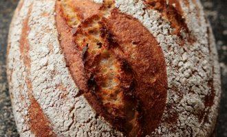Tönkölybúza kenyér